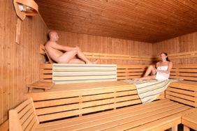 Gäste in der finnischen Sauna